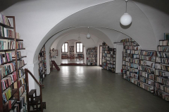 043 Knihovna